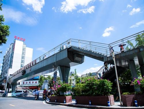 九龙大道人行过街天桥