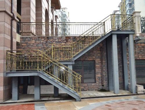 钢结构梯柱